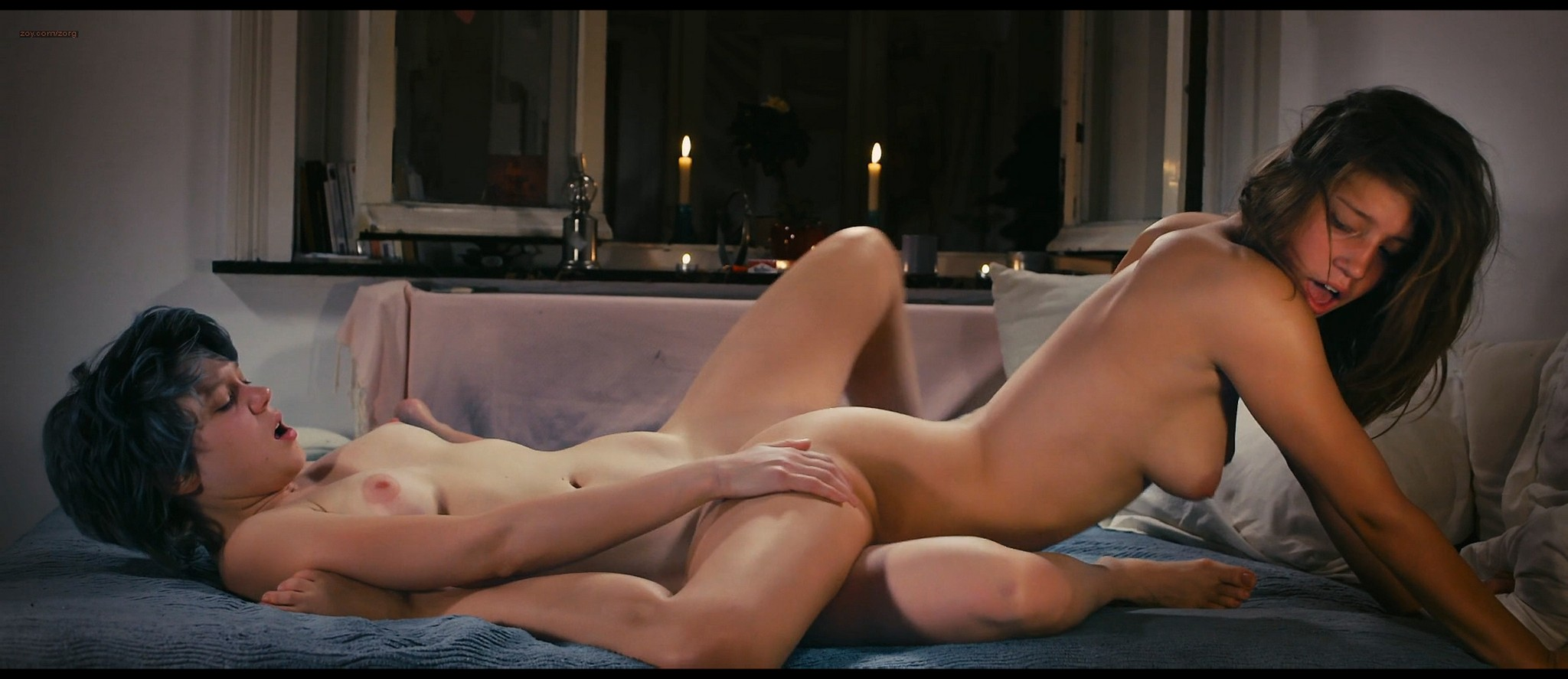 Lea Seydoux and Adele Exarchopoulos in explicit lesbian sex all nude - Blue Is the Warmest Color (2013) HD 1080p BluRay (9)