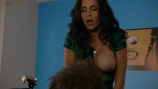 Nishi Munshi nude brief topless and dirty talks - Californication (2004) s7e3 hd720p