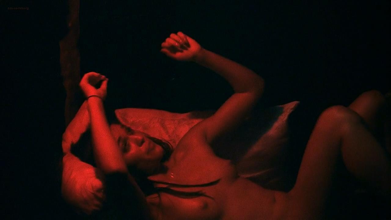 Flora Diaz nude topless - Roger Dodger (2002) hd720p (3)