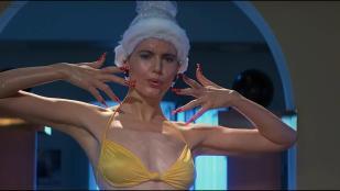 Geena Davis hot and funny in bikini - Earth Girls Are Easy (1989) hd1080p