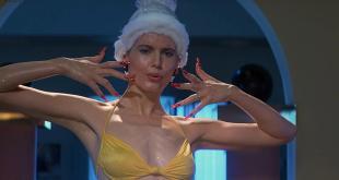 Geena Davis hot and funny in bikini - Earth Girls Are Easy (1989) hd1080p (3)