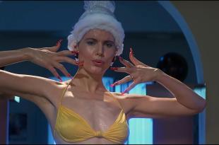 Geena Davis hot and funny in bikini – Earth Girls Are Easy (1989) hd1080p