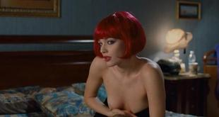Laura Chiatti nude brief topless - Io Loro e Lara (IT-2009) (1)