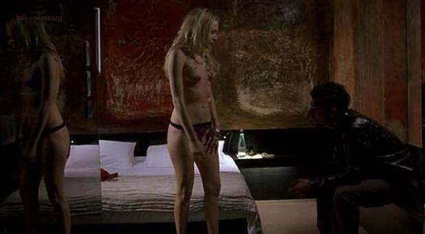 Laura Chiatti nude topless and sex - A Casa Nostra (IT-2006) (1)