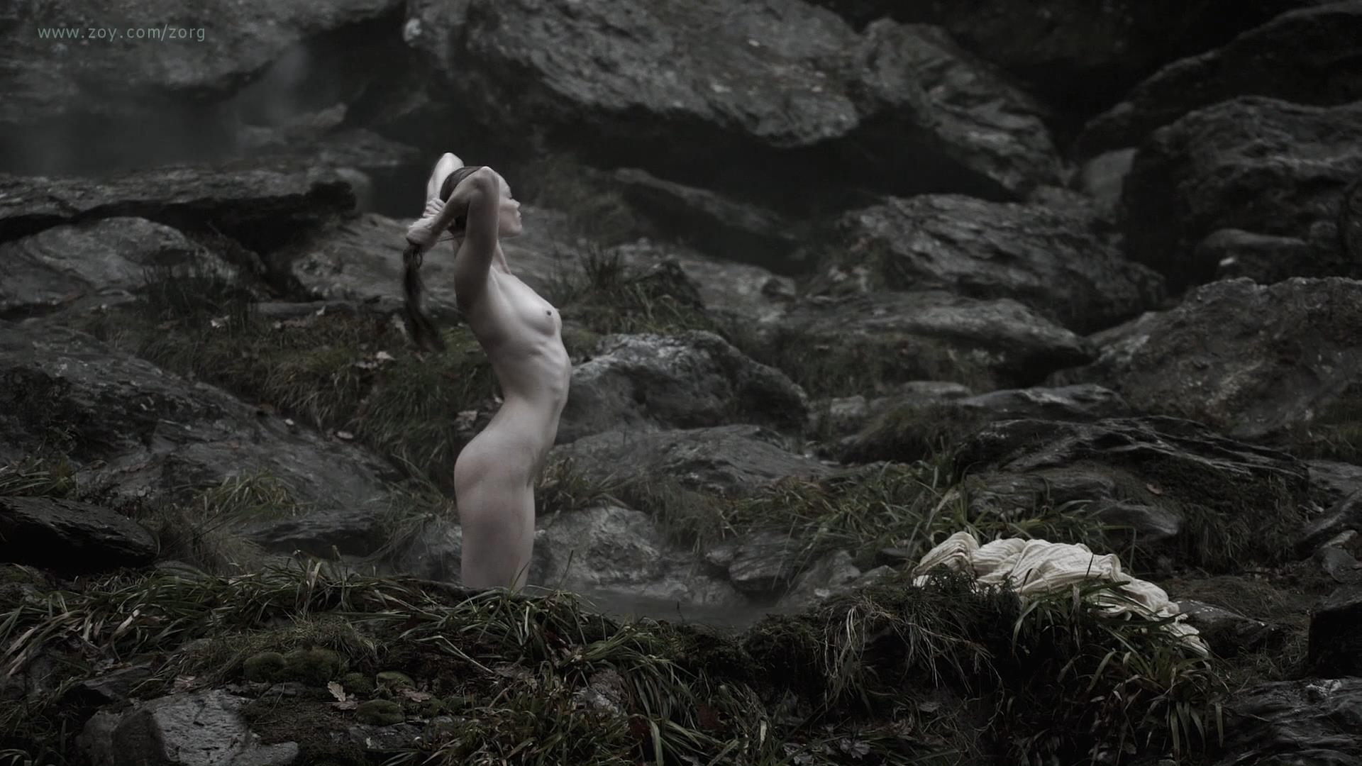 Alyssa Sutherland nude butt naked and nude side boob - Vikings (2013) s01e09 hd1080p (3)