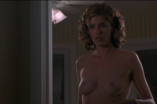 Amanda Peet nude topless and Rosanna Arquette not nude but hot and sluttish  – The Whole Nine Yards (2000) hdtv1080p.