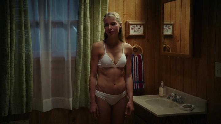 Cortney Palmnude topless and Lexi Atkins not nude but hot in bikini - Zombeavers (2014) (12)