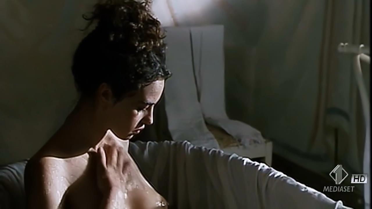 Monica Bellucci nude topless wet and sex outdoor - Briganti; Amore e liberta (1993) hdtv720p (5)