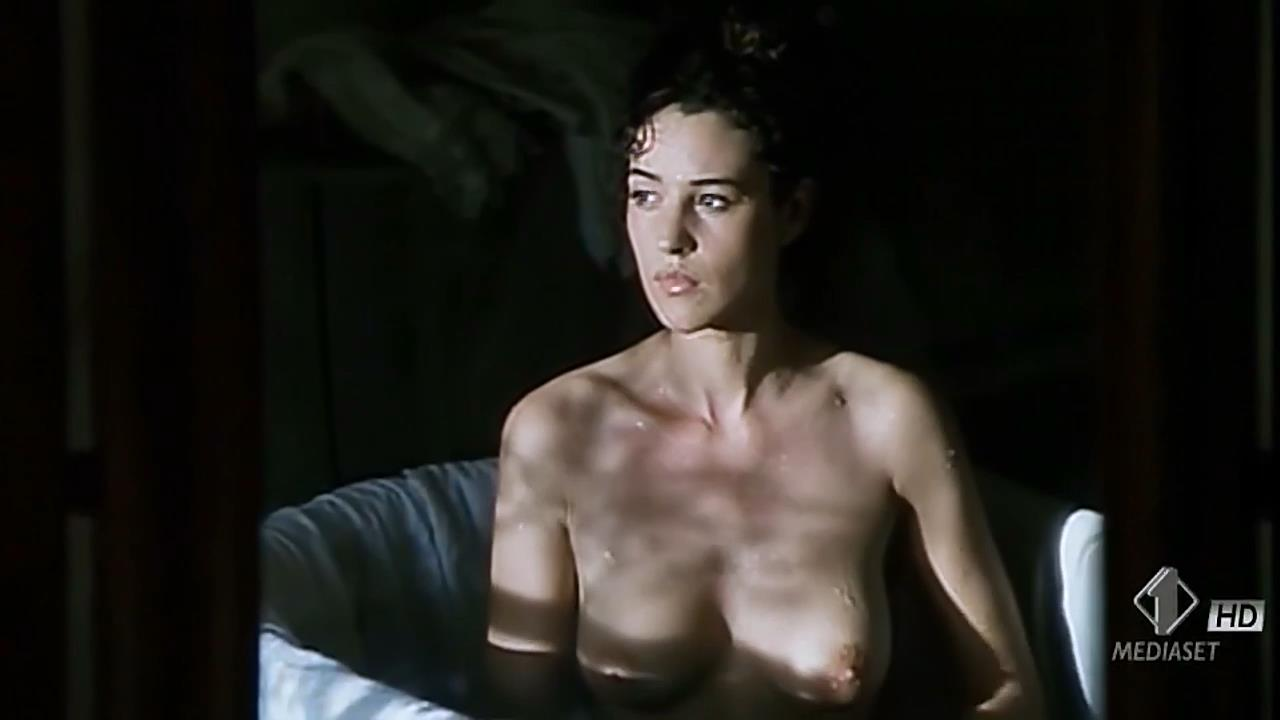 Monica Bellucci nude topless wet and sex outdoor - Briganti; Amore e liberta (1993) hdtv720p (4)