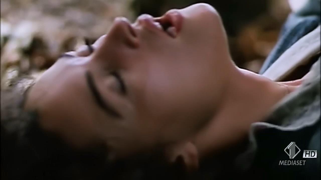 Monica Bellucci nude topless wet and sex outdoor - Briganti; Amore e liberta (1993) hdtv720p (7)