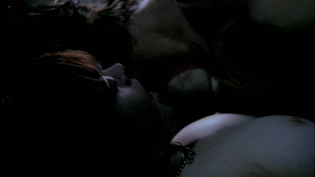 Rose McGowan nude topless and sex threesome - The Doom Generation (1995) hd720p (6)