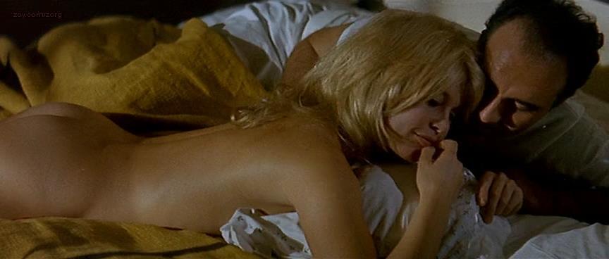 Brigitte Bardot nude butt naked - Le Mépris (FR-1963) (6)