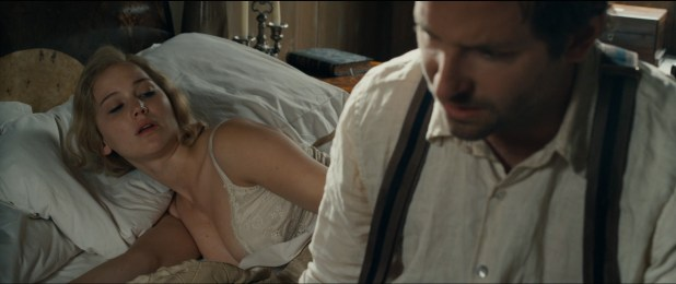 Jennifer Lawrence hot sexy some sex and great cleavage - Serena (2014) hd720-1080p (11)