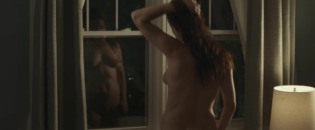 Juliette Lewis nude full frontal reflection in the window - Kelly & Cal (2014) hd720p (7)