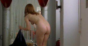 Barbora Bobulova nude butt and bush - Tartarughe sul dorso (IT-2004)