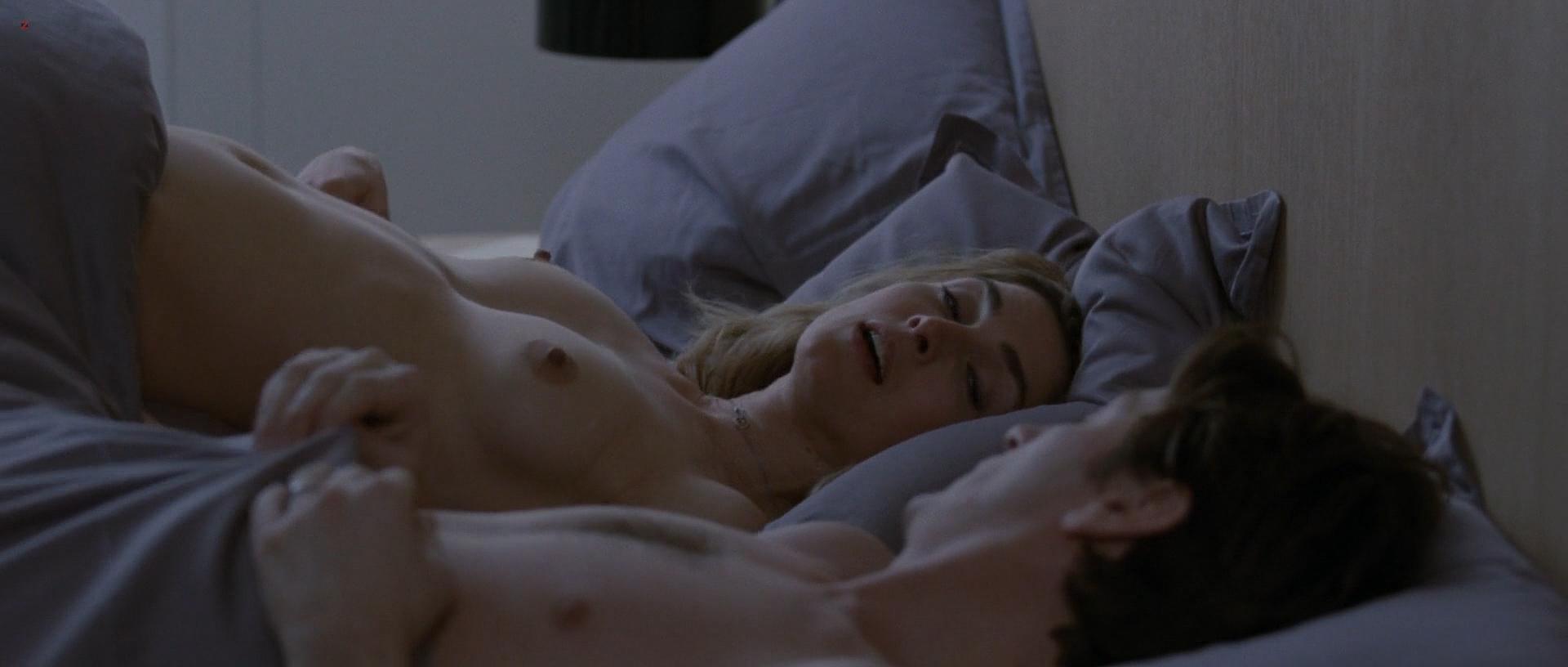 Julie Gayet nude full frontal and sex - Sans Laisser De Traces (FR-2010) hd1080p (3)