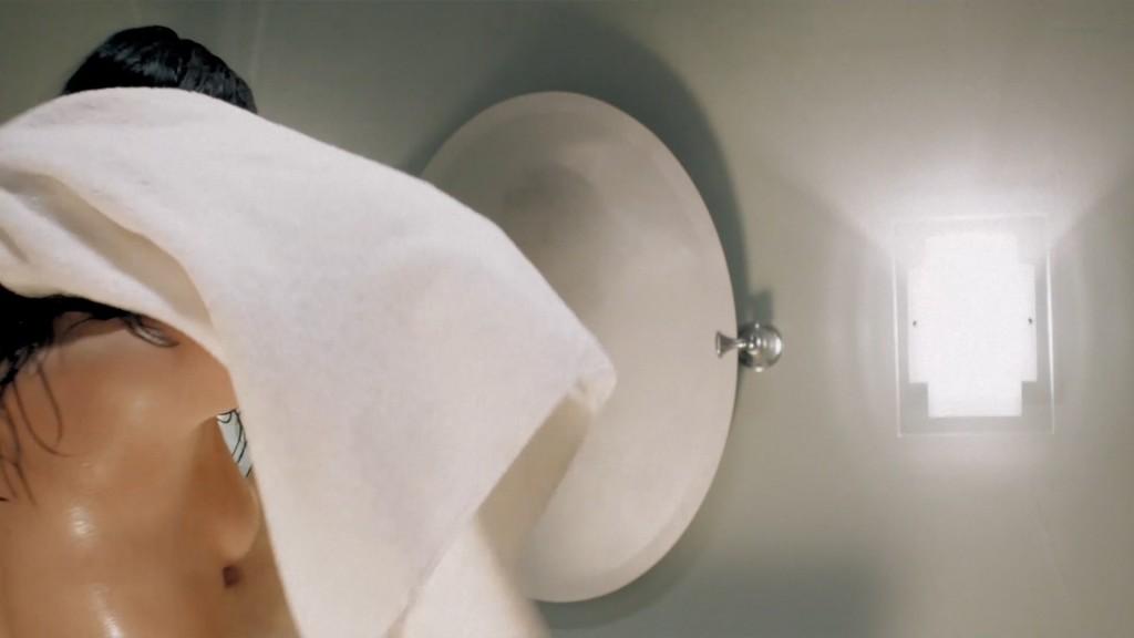 Cindy Sampson nude side boob in shower Meghan Heffern hot - The Shrine (2010) hd1080p (4)
