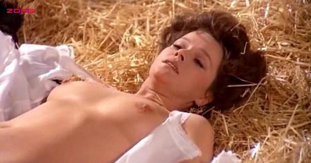 Laura Antonelli nude topless and nude butt and bush - Mio Dio Come Sono Caduta In Basso (IT-1974) (7)