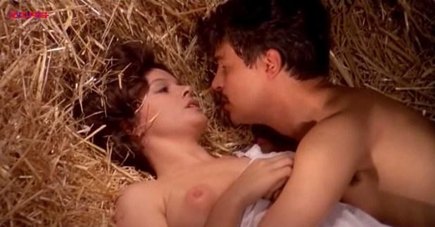 Laura Antonelli nude topless and nude butt and bush - Mio Dio Come Sono Caduta In Basso (IT-1974) (2)