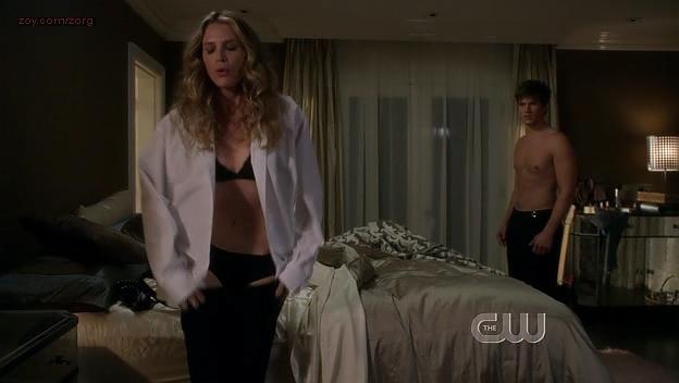 Sara Foster hot in bra - 90210 (2009) s1e24. (3)