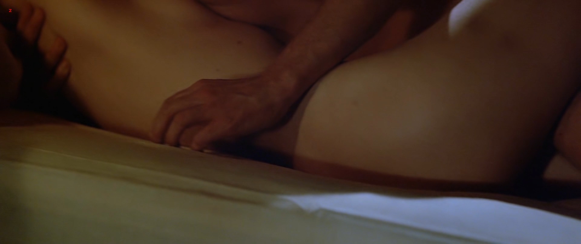Kathleen Turner nude but covered side boob Kymberly Herrin hot see through - Romancing the Stone (1984) hd1080p BluRay (9)