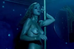 Alice Braga nude topless bush and lot of sex – Cidade Baixa (BR-2005)