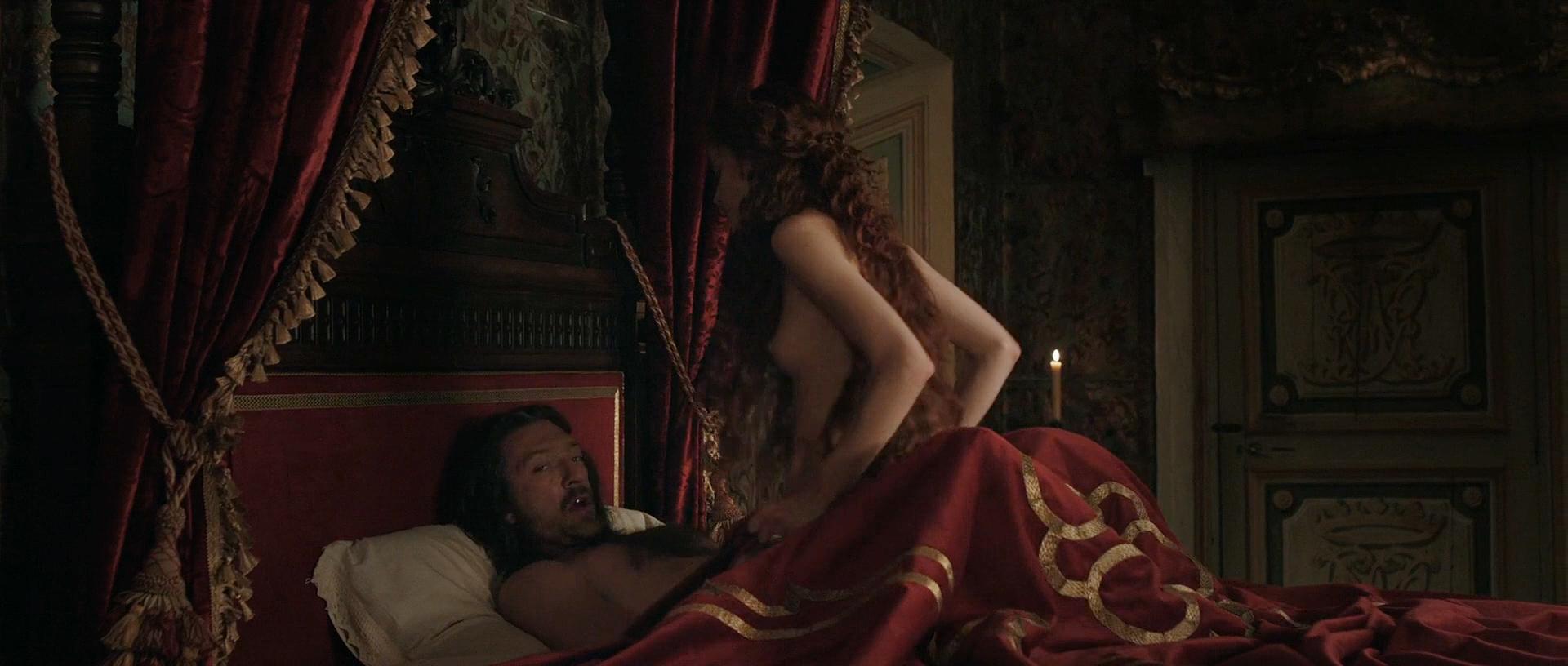 Stacy Martin nude butt others nude - Il racconto dei racconti (2015) hd1080p (16)