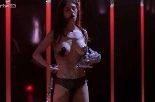 Asia Argento nude Stefania Rocca nude an others nude too - Go Go Tales (2007) HDTV 720p (11)