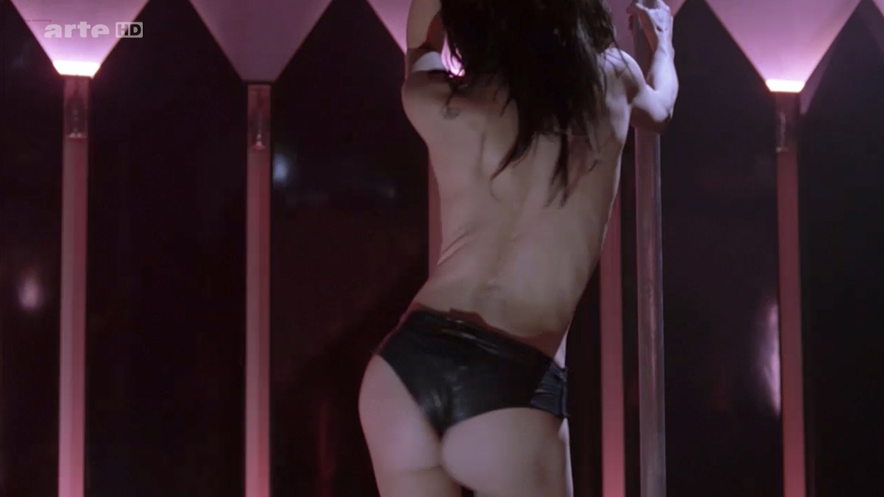 Asia Argento nude Stefania Rocca nude an others nude too - Go Go Tales (2007) HDTV 720p (5)