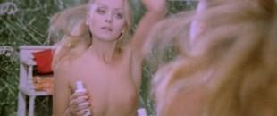 Gloria Guida nude topless - Indagine su un delitto perfetto (IT-1979)