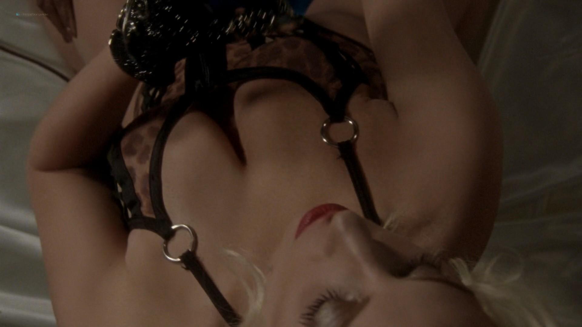 Lady Gaga and Angela Bassett hot lesbian sex - American Horror Story (2015) s5e3 HD 1080p (7)
