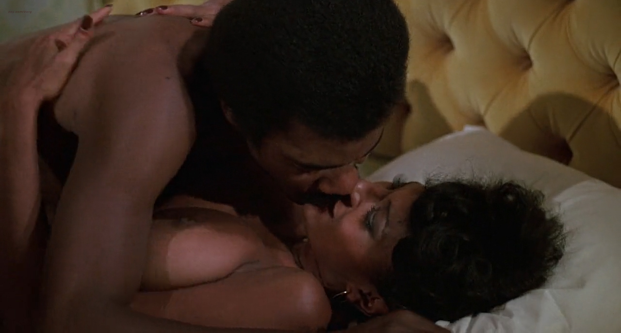Pam Grier nude in shower and Rosalind Miles nude too - Friday Foster (1975) HD 720p BluRay (9)