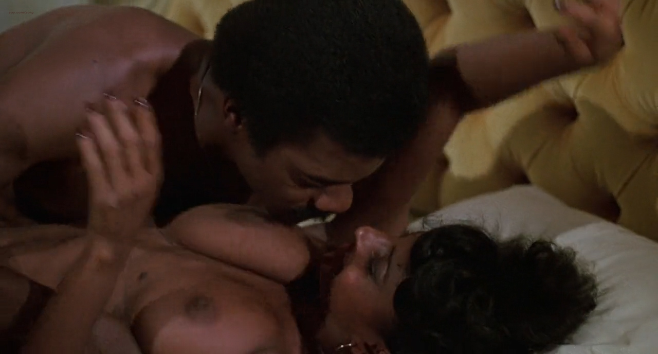 Pam Grier nude in shower and Rosalind Miles nude too - Friday Foster (1975) HD 720p BluRay (10)