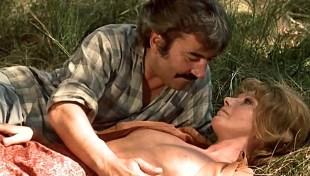 Sylva Koscina nude and Maïtena Galli nude butt - Les jambes en l'air (FR-1971)