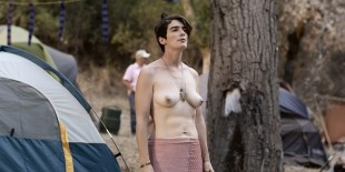 Gaby Hoffmann nude bush and topless, Jiz Lee nude Carrie Brownstein lesbian – Transparent (2015) S02 HD 1080p