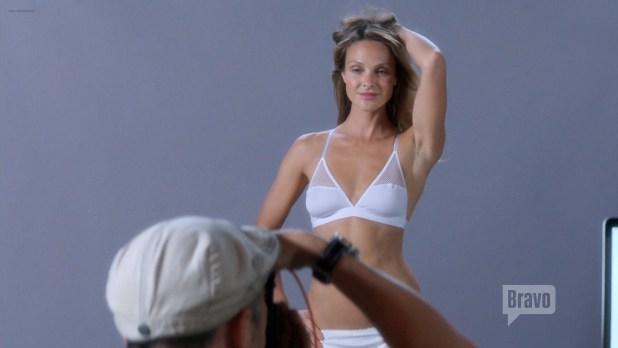Lisa Edelstein nude butt and sex Beau Garrett and Necar Zadegan hot – Girlfriends Guide to Divorce s02e04 (2015) HD 1080p (16)