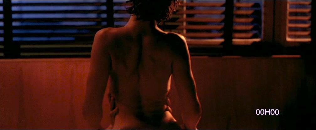Cécile De France nude topless lot of sex - L'art (délicat) de La Séduction (FR-2001) (3)