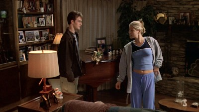 Ali Larter nude but covered, Tonie Perensky and Bristi Havins nude too – Varsity Blues (1999) HD 1080p BluRay (3)