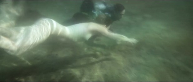 Erika Sainte nude topless skinny dipping - La porte des nuages (BE-FR-2014) (6)
