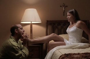 Sofía Vergara hot leggy and funny and Nathalie Rose big cleavage – Big Trouble (2002) HD 720p WEB-DL