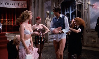 Susan Sarandon hot and sexy and Nell Campbell nude nipple slip - The Rocky Horror Picture Show (1975) HD 1080p BluRay (12)