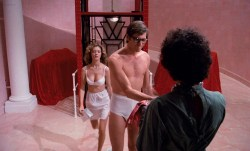 Susan Sarandon hot and sexy and Nell Campbell nude nipple slip - The Rocky Horror Picture Show (1975) HD 1080p BluRay (11)