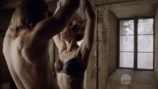 Laura Vandervoort nude but covered in sex scene - Bitten (2016) S03E02 HDTV 720p