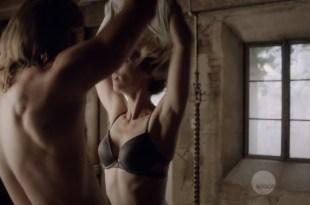 Laura Vandervoort nude but covered in sex scene – Bitten (2016) S03E02 HDTV 720p