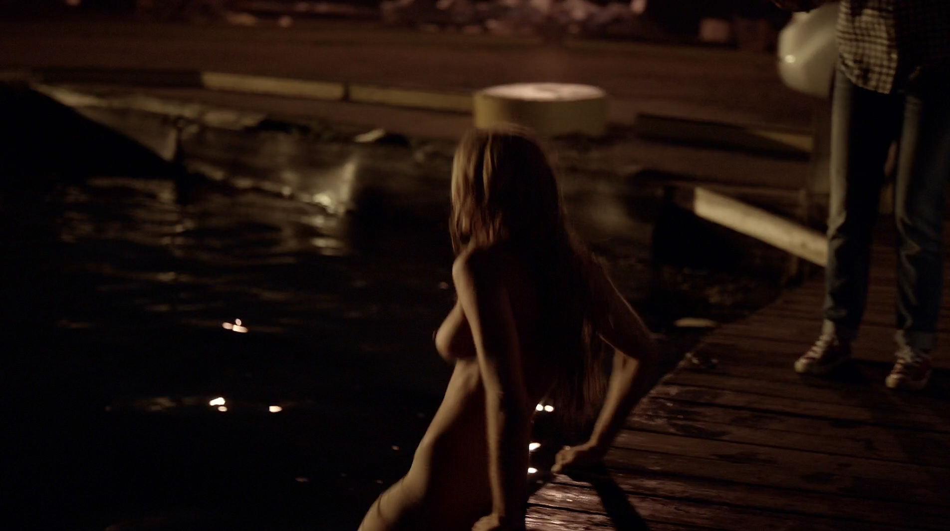 Jessica Sipos nude side boob, skinny dipping – Slasher s01e04 (2016) HD 1080p (3)