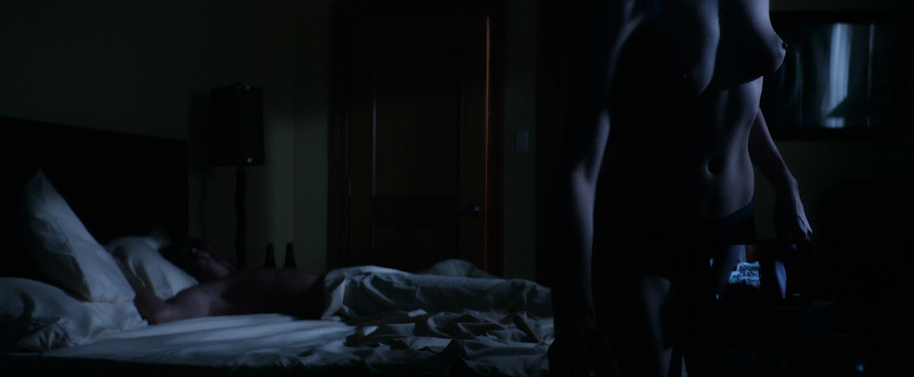 Autumn Kendrick nude topless and sex and Miranda Rae Mayo hot bikini - The Girl In The Photographs (2015) HD 720p WEB-DL (9)