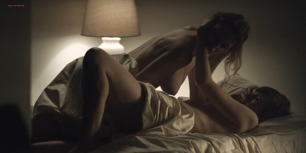 Rachel Brosnahan nude side boob - House Of Cards (2013) s02e6 HD 1080p (2)