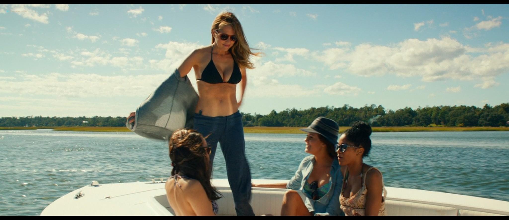 Teresa Palmer hot bikini and Maggie Grace, Alexandra Daddario hot too - The Choice (2016) HD 1080p BluRay (13)