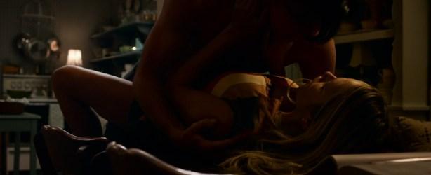 Teresa Palmer hot bikini and Maggie Grace, Alexandra Daddario hot too - The Choice (2016) HD 1080p Web-dl (13)
