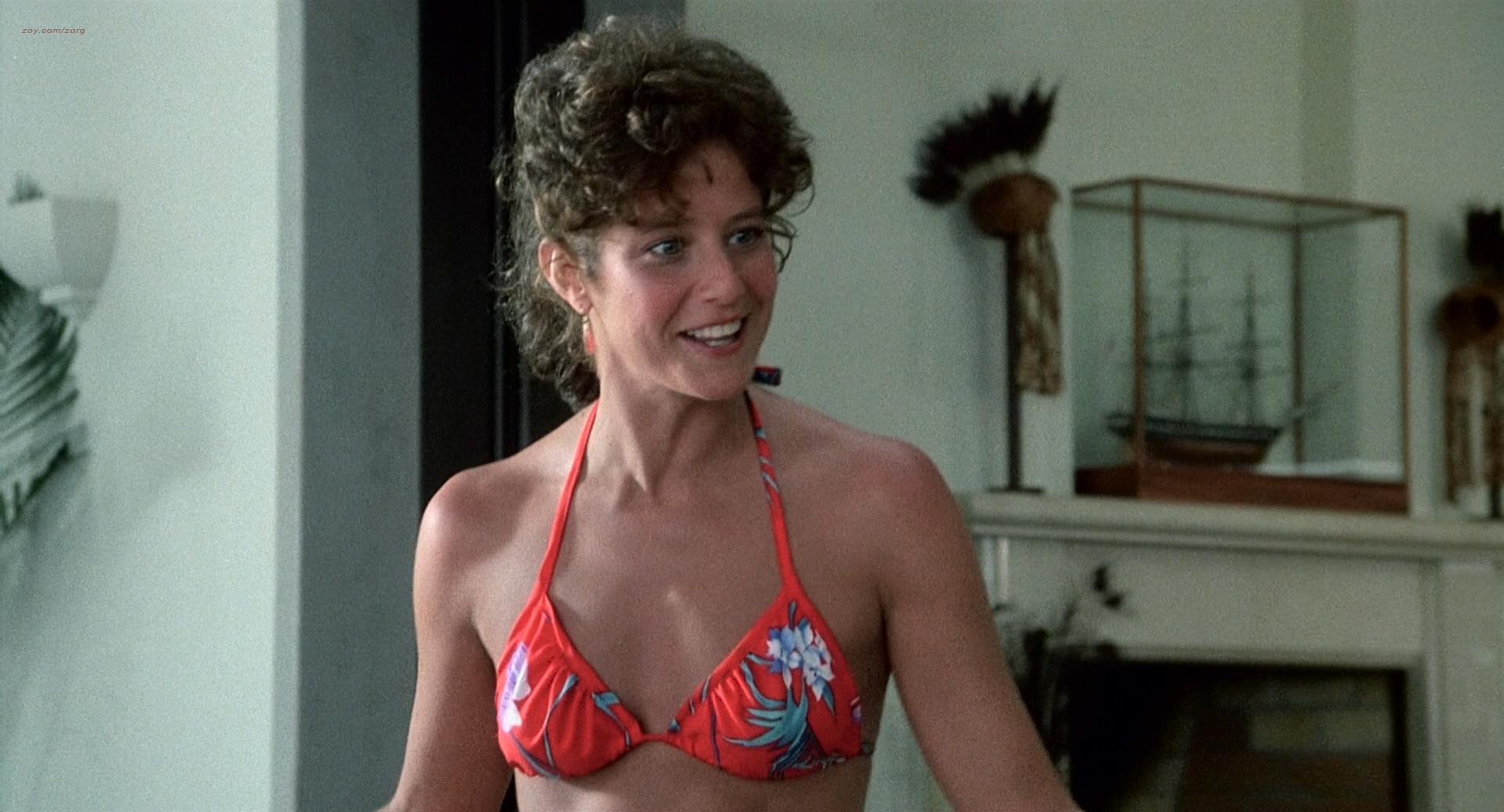 Theresa Russell nude butt sex and Debra Winger hot bikini - Black Widow 1987 1080p BluRay (4)